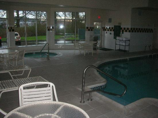 ‪‪Hilton Garden Inn Portland Airport‬: pool area‬