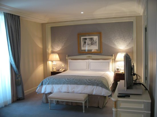 Four Seasons Hotel des Bergues Geneva: Junior Suite view 1