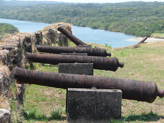 Colon, : Cannons protect the River Chagres