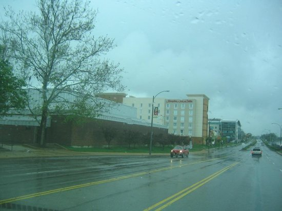Hampton Inn & Suites St. Louis at Forest Park: Hotel from down the street