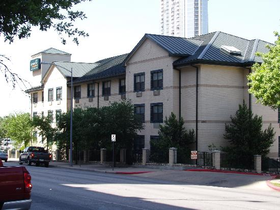 Extended Stay America - Austin - Downtown - 6th St. : The hotel from Guadalupe Street 
