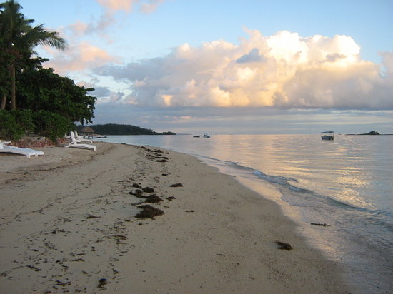 Malolo Adası, Fiji: The beach at sunset