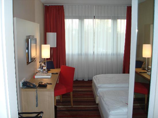 Ramada Hotel Bochum: room