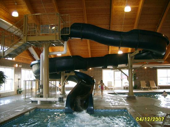 Comfort Suites Coralville: Waterslide pic #1