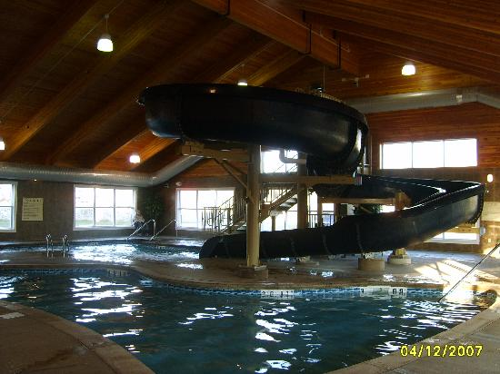 Comfort Suites Coralville: Waterslide pic #2