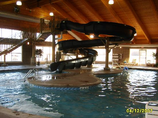 Comfort Suites Coralville: Waterslide pic #3