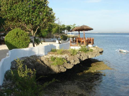 Mactan Island, Filippinerna: No beach-front here, it's all rocky and sharp coral