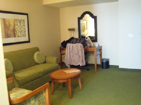 ‪‪Hilton Garden Inn Solomons‬: Sitting Area - Evolution Suite‬