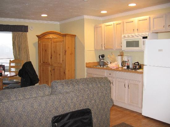 Captain's Quarters at Surfside Resort: Living/Kitchen Area