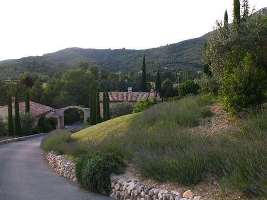 Moustiers Sainte-Marie, France: Entrance with typical views