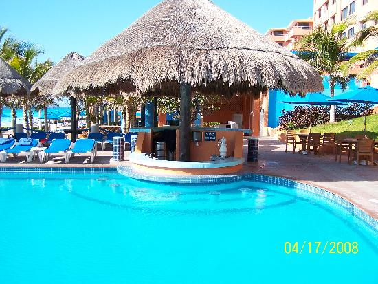 Swim Up Bar At The Activity Pool Picture Of Barcelo Tucancun Beach Cancun Tripadvisor