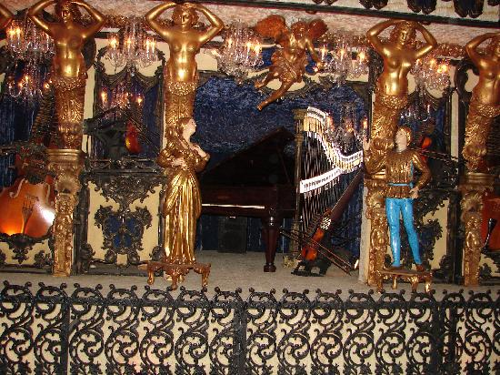 The blue room house on the rock picture of house on the for Orchestral house music