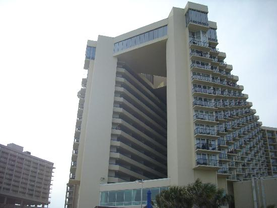 Hilton Myrtle Beach Resort: Hilton from the beach