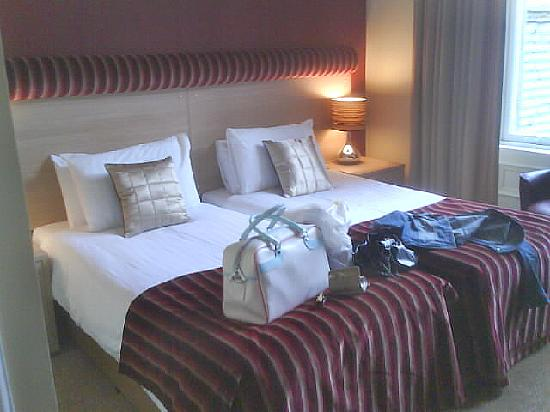 Number 10 Hotel: the room (2 beds for a single traveller? i dont think so!)