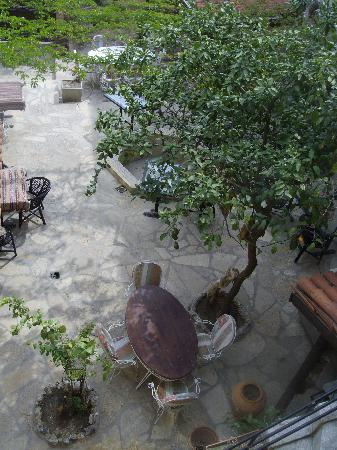 Tuncay Pension: jardin