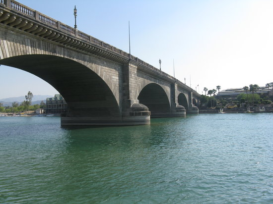 Lake Havasu City, Arizona: London Bridge from our room at the Agave