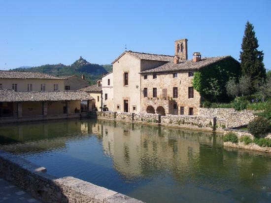 Bagno vignoni photos featured images of bagno vignoni province of siena tripadvisor - Hotel a bagno vignoni ...