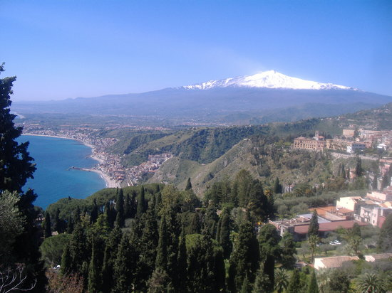 Letojanni, : natura perfetta.Etna vista da taormina