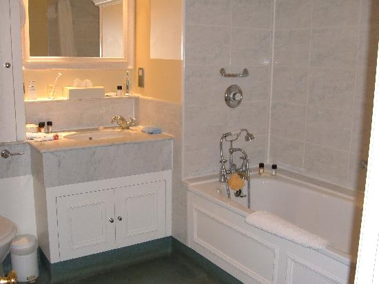Villiers Hotel: The Bathroom