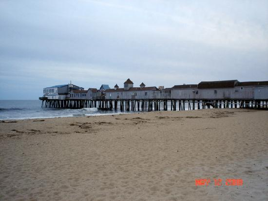 Beau Rivage Motel: The old pier in OOB