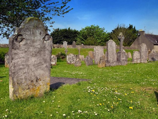 Kilkenny, Ireland: The cementery outside the cathedral