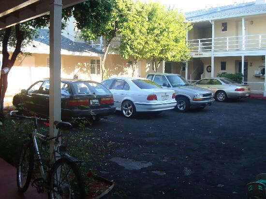 Stanford Inn: center parking courtyard