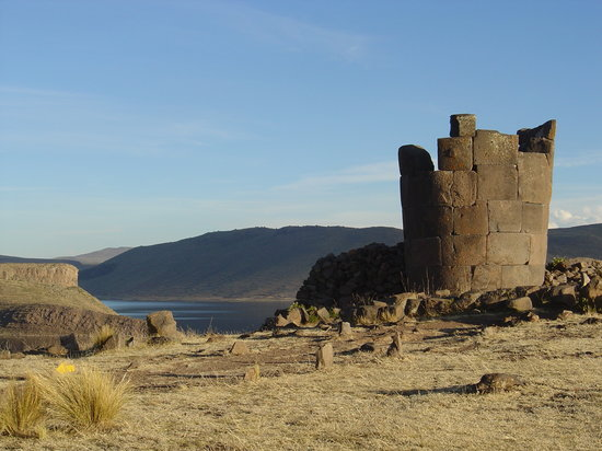 Puno, Perù: One of the funery towers