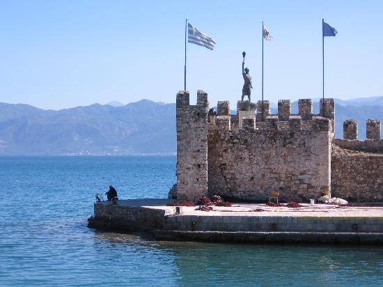 Naupactus, Grækenland: The landmark castle of Nafpaktos