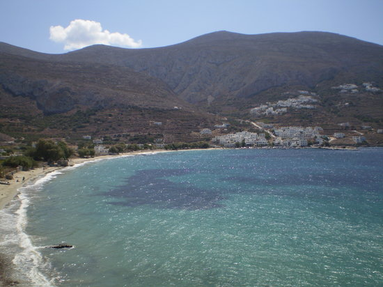 Amorgos, Yunanistan: looking back at Aegiali village from cliff
