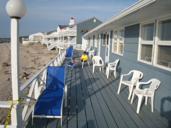 Sound View Inn: Deck is nice, but narrow