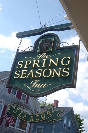 Spring Seasons Inn & Tea Room: B&B Sign