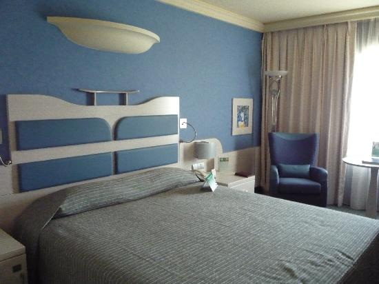 Holiday Inn Athens Attica Avenue Airport West: queen/double size bed
