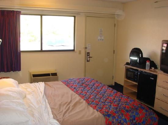 Red Roof Inn Mystic - New London: Room 127 - Photo 5