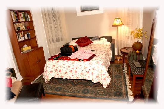 Honey's Bed and Breakfast: Main Floor Room #1