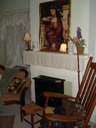 1868 Magnolia House Inn: The Garden Room