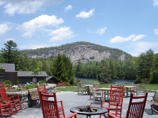 High Hampton Inn & Country Club: Terrace lounge and Rock Mountain.