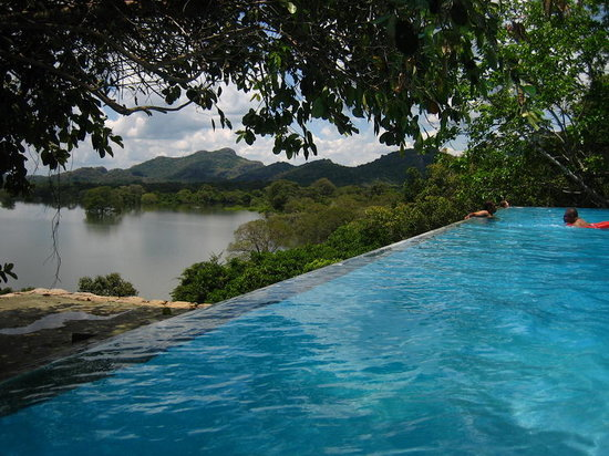 Dambulla, Sri Lanka : perfect pool