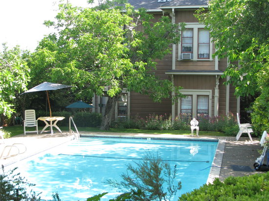 Hope-Merrill and Hope-Bosworth Inns: Pool behind building