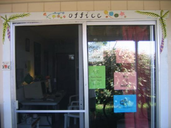 Koa Wood Hale - Patey's Place Hostel: The Front Office