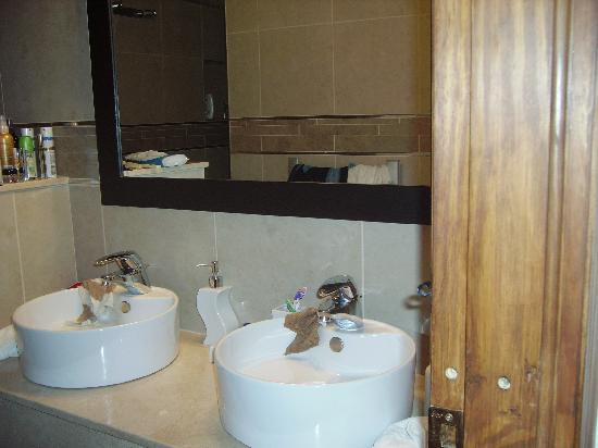 Hotel Palacio Blanco: Part of the Luxurious Bathroom
