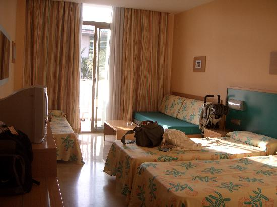 Hotel Mediterraneo Benidorm: Our room