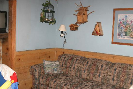Country Cottage Living Room Picture Of Arrowhead Pine Rose Cabins Twin Peaks Tripadvisor