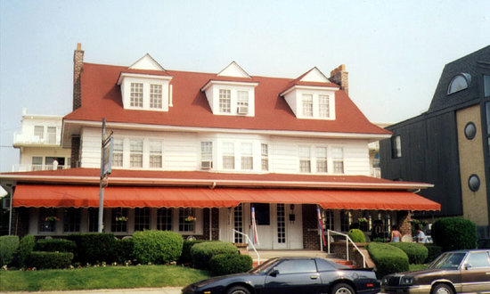 ‪Plymouth Inn‬