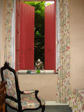 Shutters - Room 9  (Hotel Le Commerce, Mirepoix)