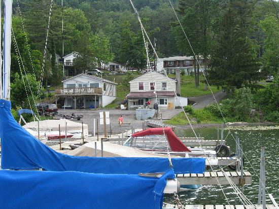 Lake N Pines Motel: View from dock