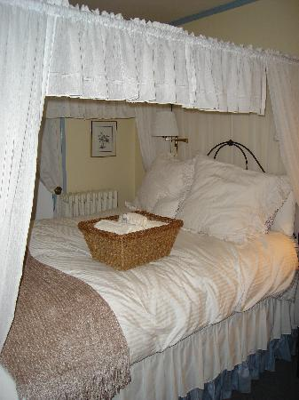 Maples Inn: White Birch Bedroom