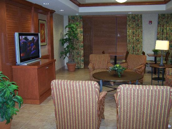 BEST WESTERN PLUS Kendall Hotel & Suites: Lobby TV
