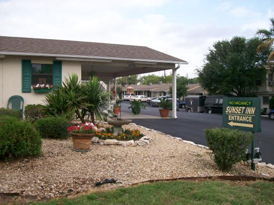 Photo of Sunset Inn Motel and Restaurant Fredericksburg