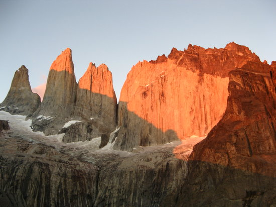 Puerto Natales, Χιλή: The Torres on sunrise