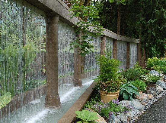 Chilliwack, Canadá: Minter Gardens water feature